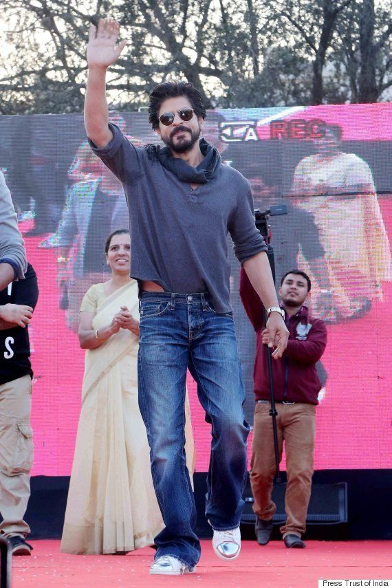 SRK Picks Up Graduation Degree After 28 Years, Things Turn Sour As Protesters