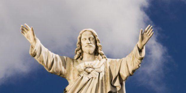 Statue of Jesus against sky