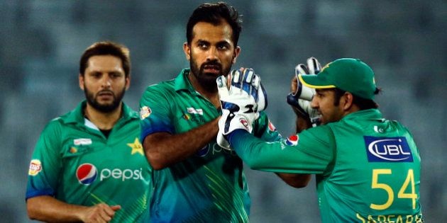 Pakistan's Wahab Riaz, center, celebrates with his teammates after the dismissal of Sri Lanka's captain...