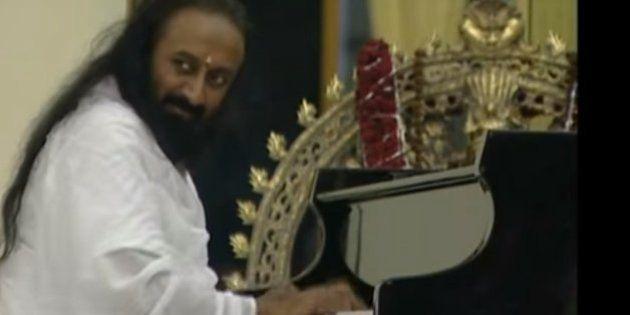 WATCH: Ravi Shankar To Ramdev, Here Are 4 Indian Gurus Letting Their Hair