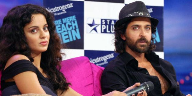 (L-R) Indian actors Kangana Ranaut and Hrithik Roshan do an interview regarding the TV show �TERE MERE...