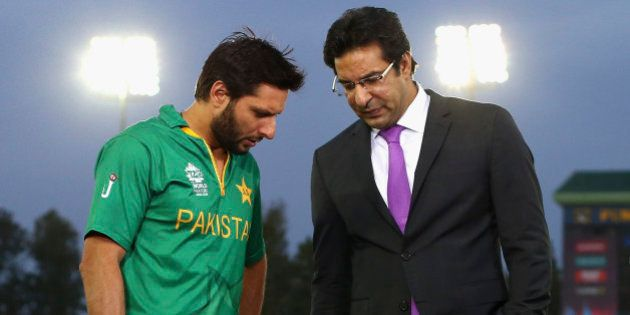 MOHALI, INDIA - MARCH 25: Shahid Afridi, Captain of Pakistan speaks with former Pakistan cricketer Wasim...
