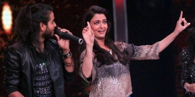 WATCH: Aishwarya Rai Grooves To 'Dhoom Machale', 'Dola Re' And It Is Making Us Seriously