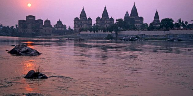 India, Madhya Pradesh, Orchha, The domes and spires of the chhatris memorials to Bundelkhand's former...
