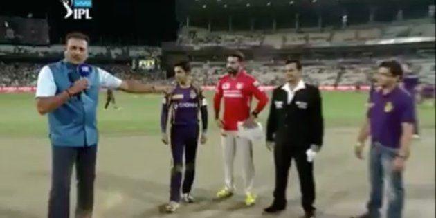 WATCH: Does This Toss Between Murali Vijay And Gautam Gambhir During A Recent IPL Game Look