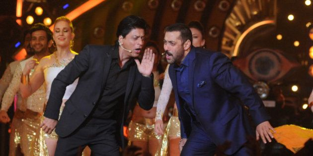 Indian Bollywood actors Shah Rukh Khan (L) and Salman Khan (R) perform with dancers during a promotional...