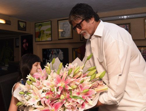 Amitabh Bachchan Meets Cancer Patient, Fulfills Her Biggest