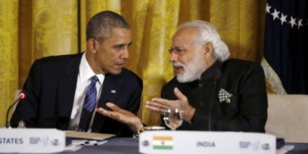 U.S. President Barack Obama talks with Indian Prime Minister Narendra Modi (R) during a working dinner...