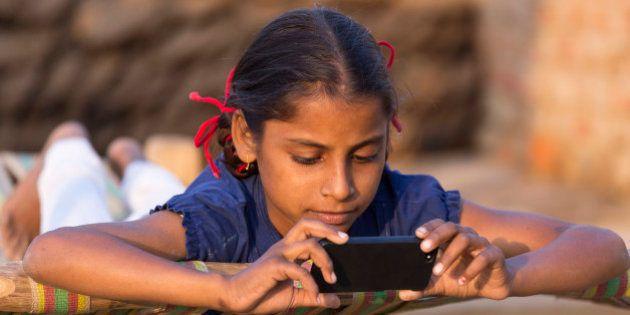 India, Uttar Pradesh, Agra, young girl loooking at