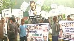 AAP Workers Protest Outside Arun Jaitley's Residence Over DDCA