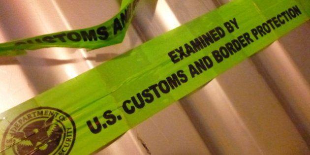 US Customs and Border Protection abriram minha mala. Tentaram arrombar o cadeado que eu comprei dentro...