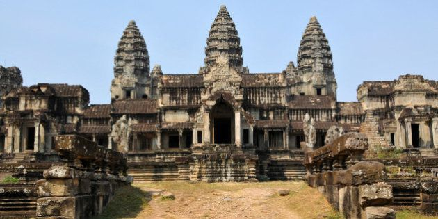 PLEASE, no multi invitations (none is better) in your comments. Thanks.This is the east side of Angkor...