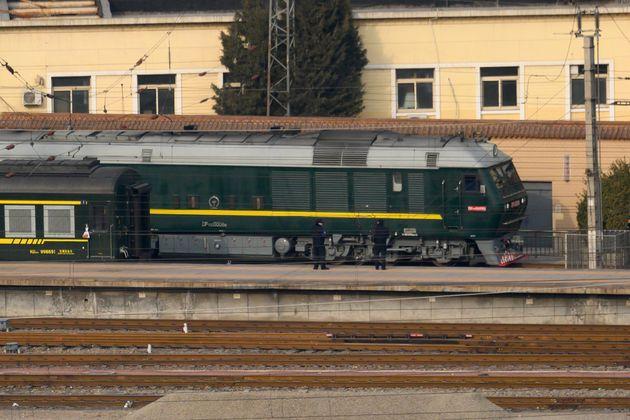 김정은 위원장이 탄 것으로 추정되는 기차가 9일 베이징을 떠나는 모습이