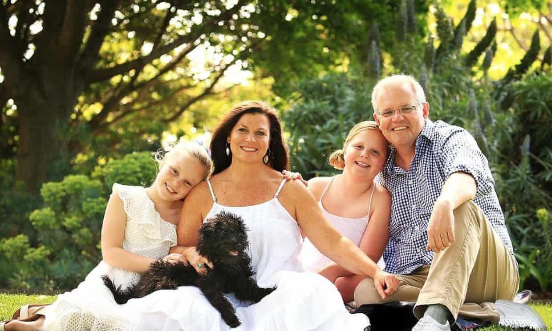 호주 총리가 가족 사진 조작으로 물의를