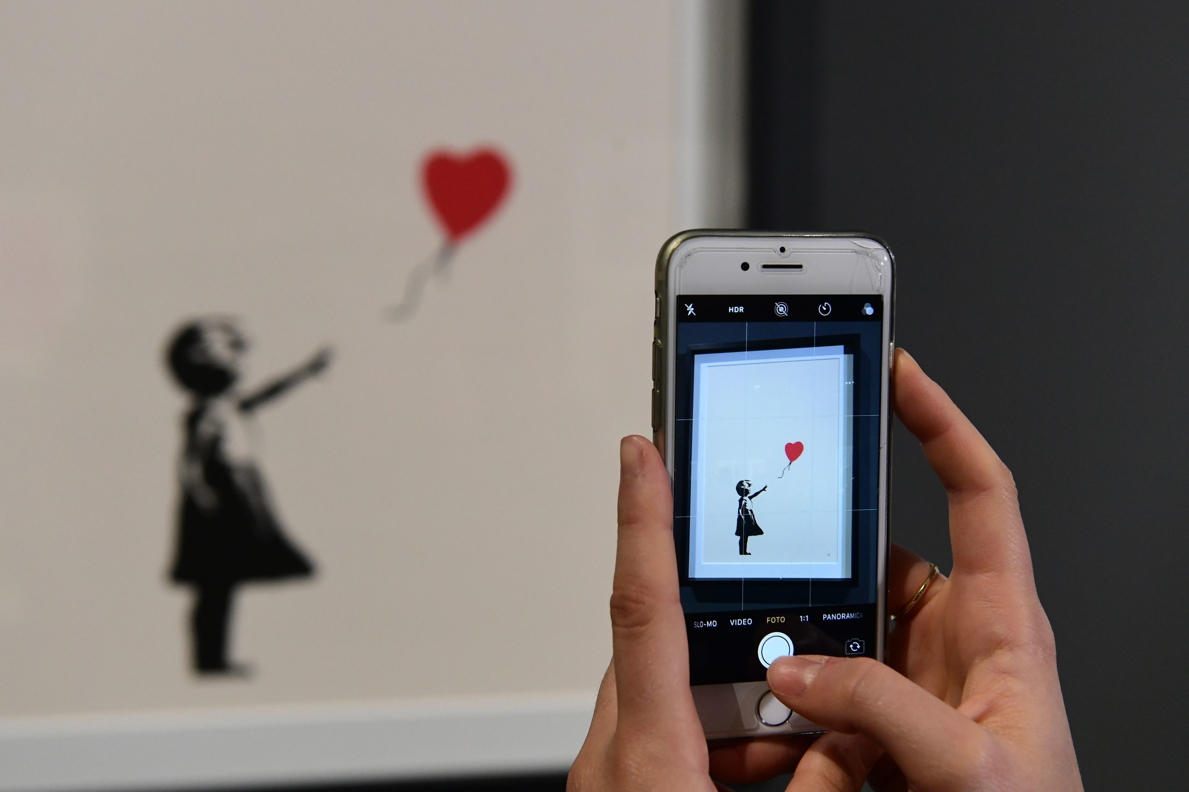 Ο διάσημος πίνακας του Banksy που αυτοκαταστράφηκε πρώτη φορά σε