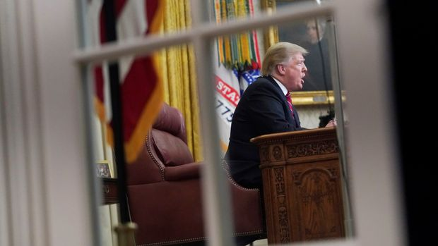 U.S. President Donald Trump delivers a televised address to the nation from his desk in the Oval Office, about immigration and the southern U.S. border, on the 18th day of a partial government shutdown at the White House in Washington, U.S., January 8, 2019. REUTERS/Joshua Roberts