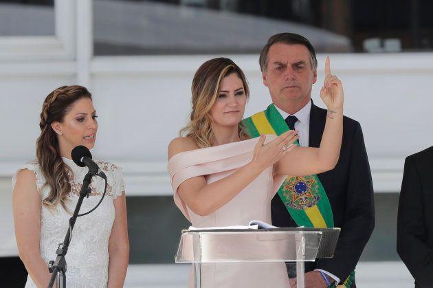 Michelle Bolsonaro discursa em Libras durante a