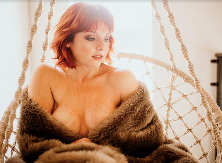 Kelly Iverson hat sich mit 25 ihre Brüste entfernen lassen. Seitdem hat sie falsche Brüste...