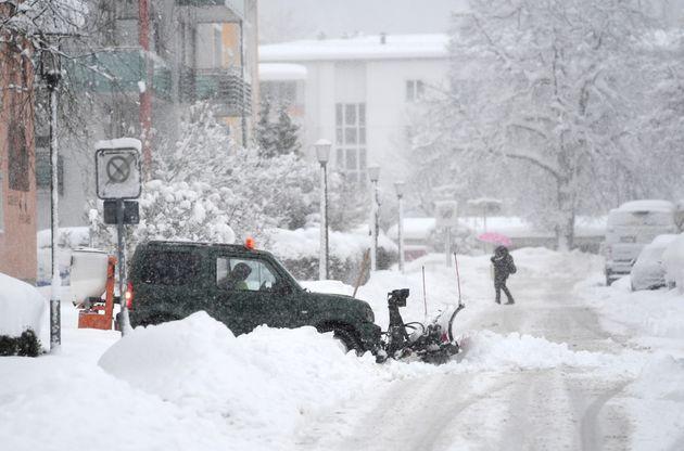 Vielerorts in Süddeutschland herrscht Schnee-Chaos.