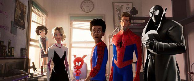 Versões do Homem-Aranha de diferentes universos se encontram no mundo de Miles