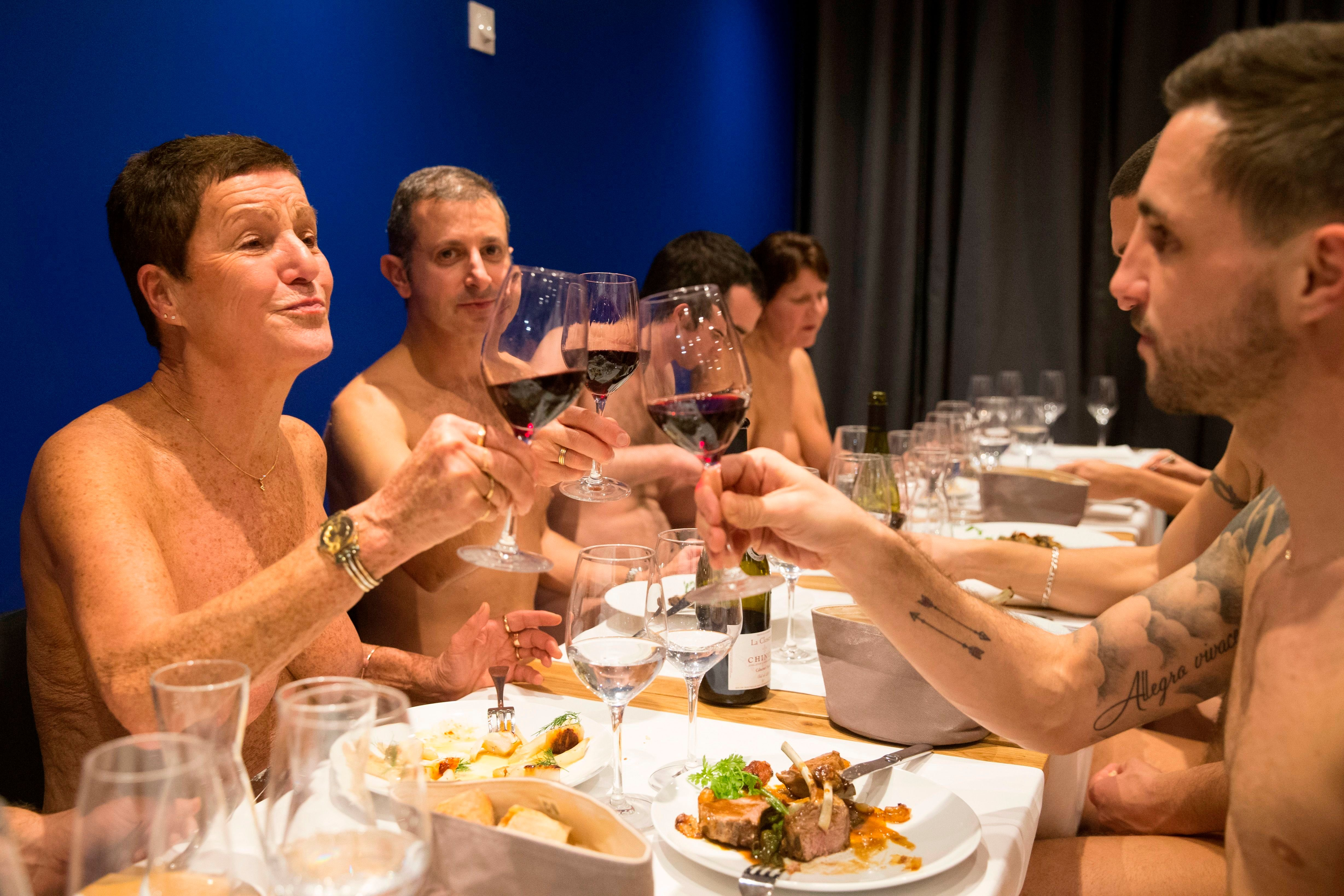 Paris' First Nude Restaurant Closes For Lack Of Business