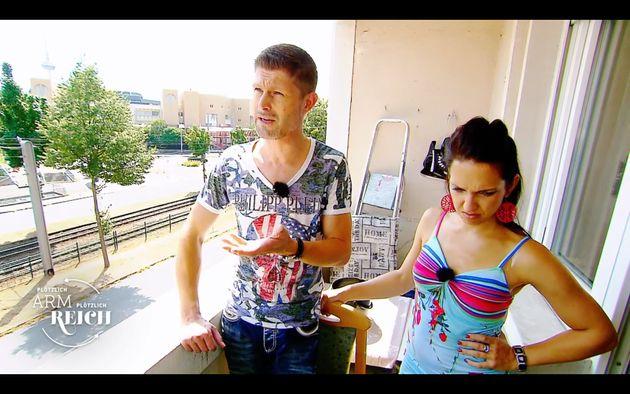 Beim Putzen kommen Mike und Acarina van Summeren an ihre Grenzen – normalerweise übernimmt so etwas das Personal für sie.