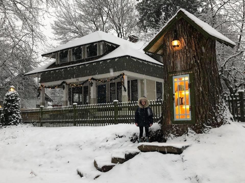 집 앞에 있던 110살 나무를 동네 도서관으로