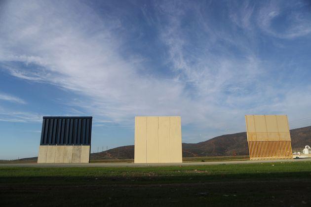 트럼프 정부가 미국-멕시코 국경 인근에 설치한 국경 장벽 시제품들의