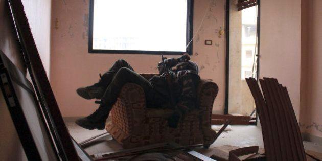 Rebeldes se irritam com convite a Irã e negociação sobre Síria é