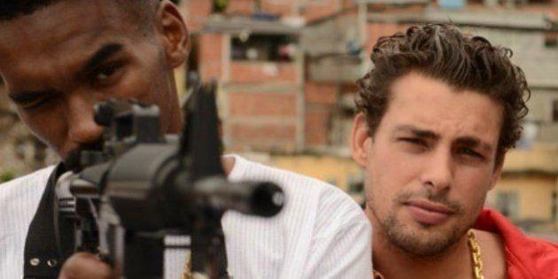 Cauã Reymond interpreta traficante de drogas em