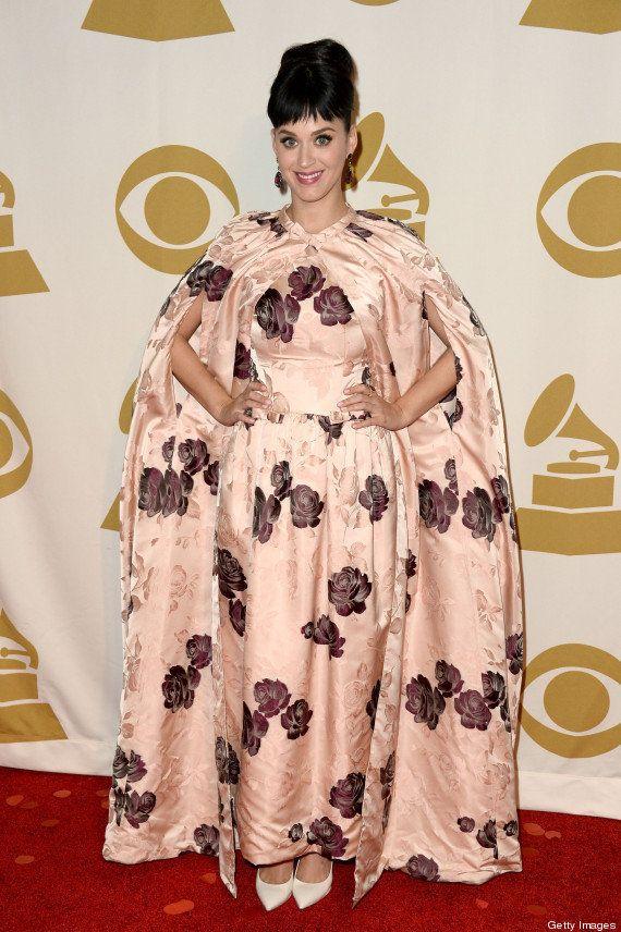 Kate Perry escolhe look duvidoso: é vestido ou