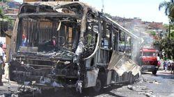 Mais um ônibus queimado: veja