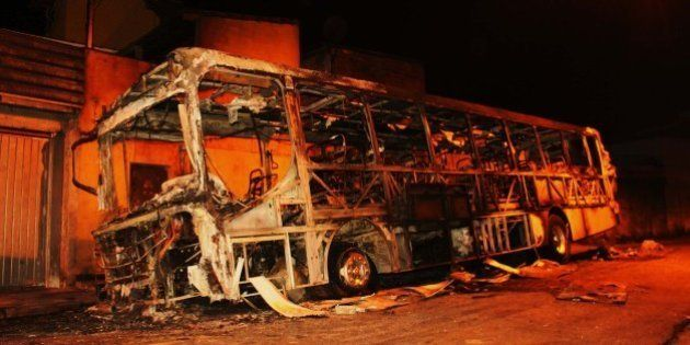Ataques a ônibus em SP são protesto contra mortes atribuídas a