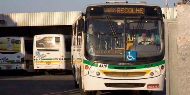 Greve de ônibus em Porto Alegre já dura quatro