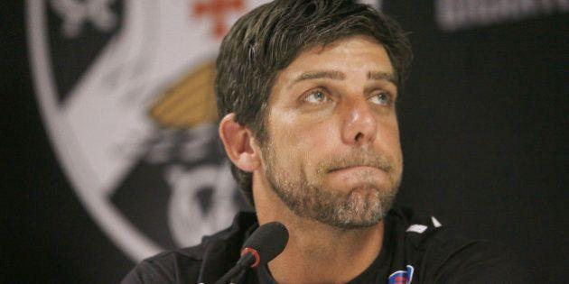 Juninho Pernambucano dá adeus ao futebol em coletiva emocionada