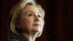 Hillary lidera pesquisas, mas comete mesmos erros do