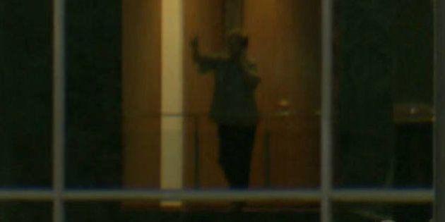 Dilma é filmada dando bronca ao telefone; qual seria