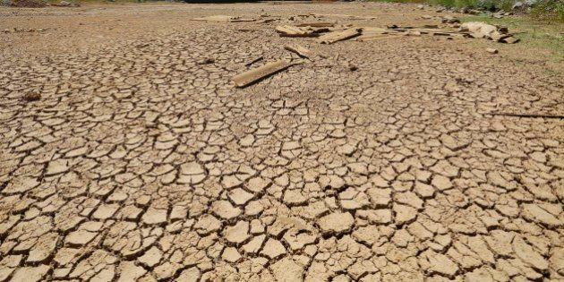 Com 14 cidades sem água, Sabesp tenta fazer