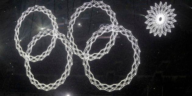 Anel olímpico falha durante cerimônia de abertura de