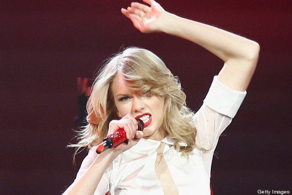 Taylor Swift adota cabelo curto e grava a reação das pessoas durante o
