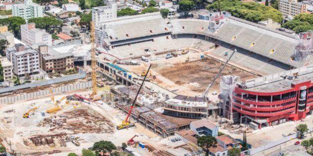 Curitiba, Dezembro de 2012 - Obras da Arena da Baixada. (Foto: Portal da