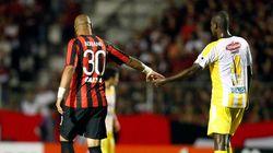 Atlético-PR vence com Adriano em campo. Agora