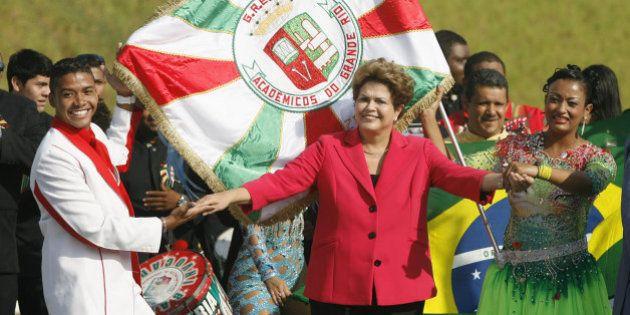 Dilma 'cai no samba' em inauguração de obra do PAC a cinco dias do início da campanha eleitoral