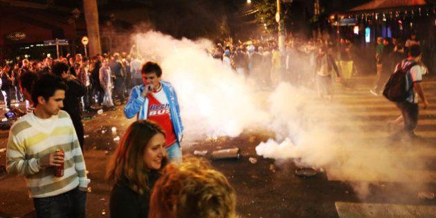 Polícia usa bombas de efeito moral para dispersar argentinos na Vila Madalena, em São Paulo