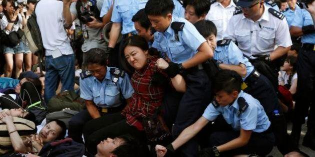 Centenas são presos em Hong Kong após protesto contra a