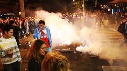 Explosão de alegria de argentinos rende bombas da PM na Vila
