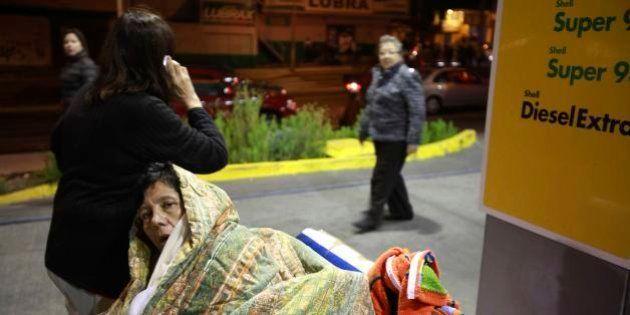 Forte terremoto deixa mortos e provoca tsunami no
