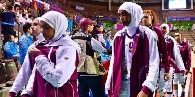 Equipe feminina de basquete do Catar desiste de jogo por proibição de uso de