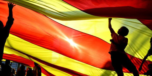 Líder catalão ordena realização de referendo sobre independência da