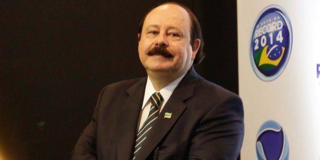 Debate na Record: Levy Fidelix (PRTB) diz que estimular o casamento gay reduziria a população do Brasil...